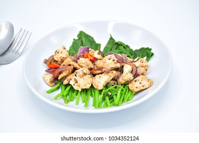 Organic Clean Food, The chicken chicken breast stir wiht the paprika and onion  put it on top of the Nice Cook of Baby Chinese kale. The healthy Food that put only small amount of salt and pepper.
