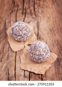 Organic non bake energy balls made from moroccan dates, almond and coconut truffles on wood