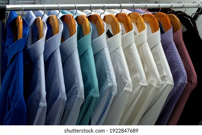 organize your closet by colors