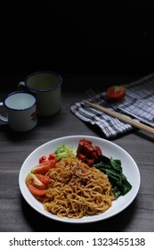 oriental noddle in black mood photografi