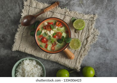 Original thailand spicy food with chicken, rise and fresh vegetable, lime juice