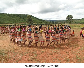 ORISSA,  INDIA - NOV 12 :Village women form a circle for Gdaba harvest dance on Nov 12, 2009, in Lamptaput, Orissa, India