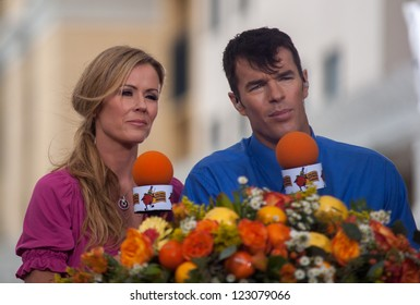 "ORLANDO, FL- DECEMBER 29: ""The Bachelorette"" stars Trista and Ryan Sutter hosts the 32nd Orlando Citrus Parade in Orlando, Florida December 29, 2012"