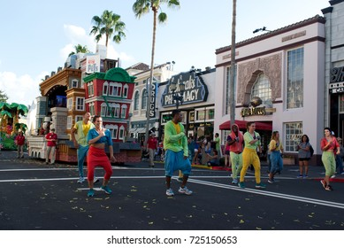 Orlando, Florida September 2017: Sponge Bob in Universal Studios (Universal's Superstar Parade) - Dance People