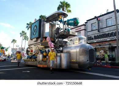 Orlando, Florida September 2017: Sponge Bob in Universal Studios (Universal's Superstar Parade) - Minions