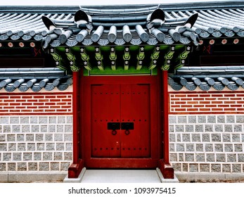 Ornamental gate with red door in Seul palace, South Korea, 2018.