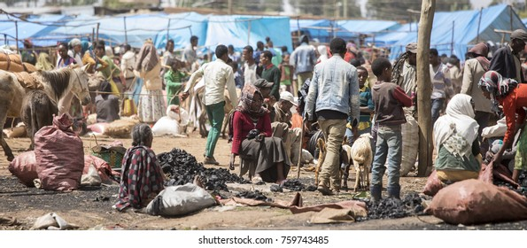 OROMIA, ETHIOPIA-OCTOBER 28, 2017: Unidentified people buy and sell at an outdoor market in Ethiopia.