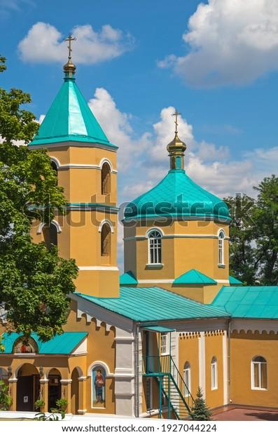 orthodox-holy-tikhvin-monastery-womens-6