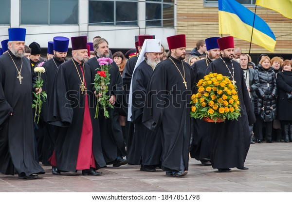 orthodox-priests-moscow-patriarchate-cur