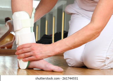A Orthopedist  with Patient and Ankle Problems