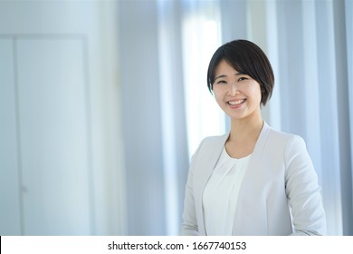 ortrait of one indoor Japanese woman