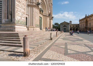 Orvieto,Italy-april 28,2018:Tourists visit the city of Orvieto and its cathedral during a sunny day