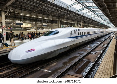OSAKA, JAPAN - DECEMBER 29: A Shinkansen train pulls into Shin Osaka Station on December 29, 2014 in Osaka, Japan.