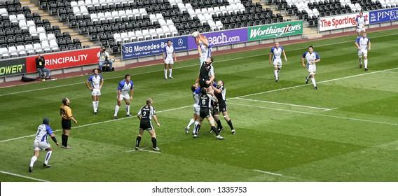 Ospreys vs Bath - rugby union, Line-out