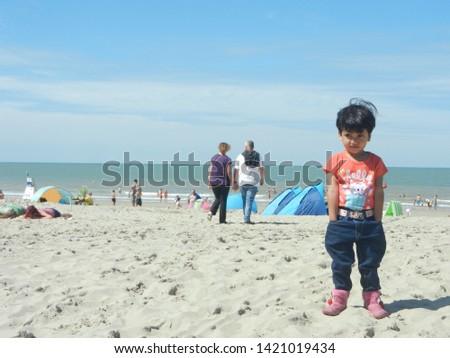 ostendo-beach-europe-15th-august-450w-14