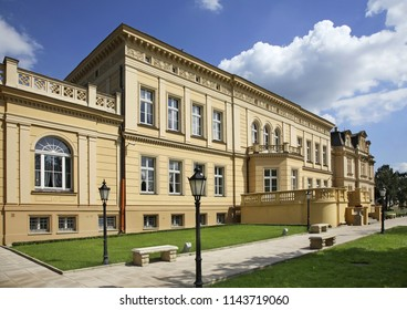 OSTROMECKO VILLAGE. POLAND. 17 AUGUST 2011: New palace at Ostromecko. Poland