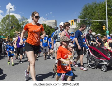OTTAWA, CANADA - MAY 24, 2014: Unidentified participants in the 2K family race as part of the Tamarack Ottawa Race weekend.
