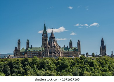 Ottawa with look to the parliament