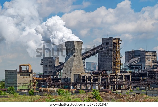 outdated-manufacturing-coke-plant-on-600