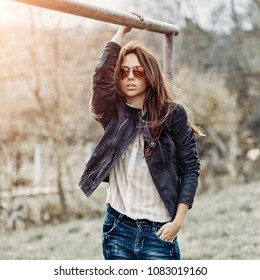 Outdoor fashion portrait of stylish woman in sunglasses