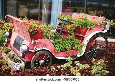 outdoor garden décor, vintage car with flowers