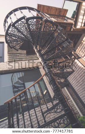 Outdoor : Gorgeous Metal Spiral Staircase / Vintage Look
