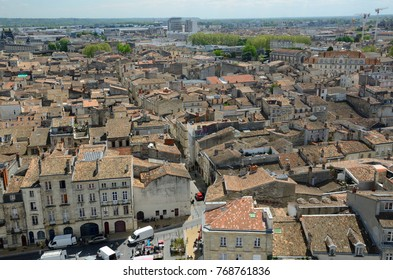 The outdoor market is situated in the square of the old city. Bordeaux has one of the biggest 18th-century architectural urban areas in Europe.