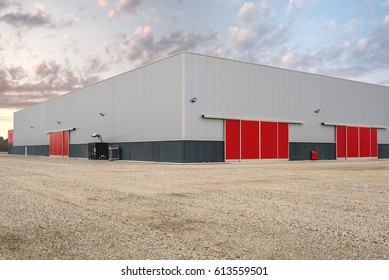 Outdoor picture of  large industrial and commercial cold-rolled steel buildings