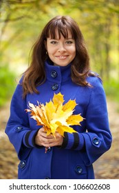 Outdoor portrait of   gilr with maple posy
