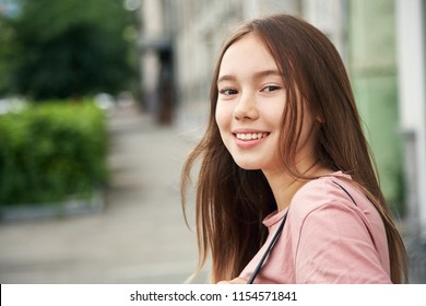 outdoor portrait of a stylish young teenage girl