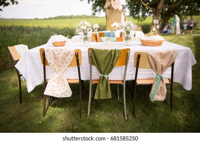 Outdoor vintage table setting