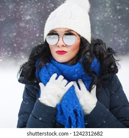 71b7787368c Outdoors lifestyle close up portrait of beautiful girl walking in the snowy  winter park. Smiling