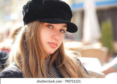 Outdoors portrait of an attractive fashionable young brunette.