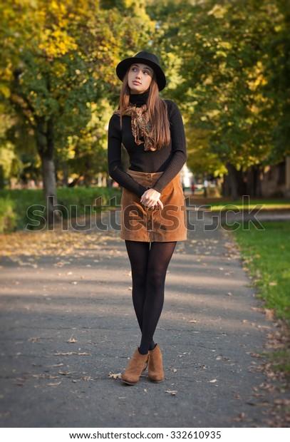 Outdoors portrait of a brunette autumn fashion beauty.