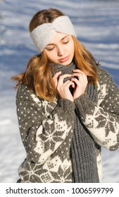 Outdoors portrait of a brunette winter fashion beauty.