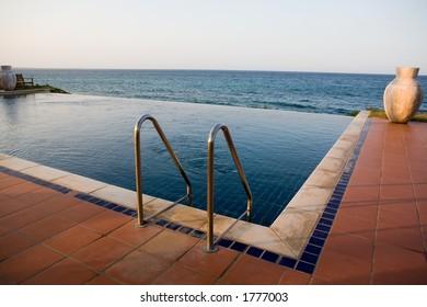 Outdoors Spa swimmingpool. Tropical resort hotel