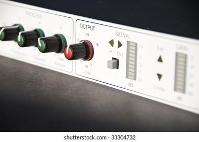 Output knob in professional audio equipment