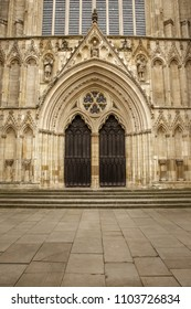 outside building shot of york cathedral in england