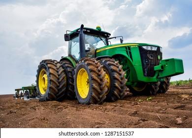 Uruçuí/Piauí/Brasil - Outubro de 06 de 2016: Tractor 8R John Deere plowing the earth.