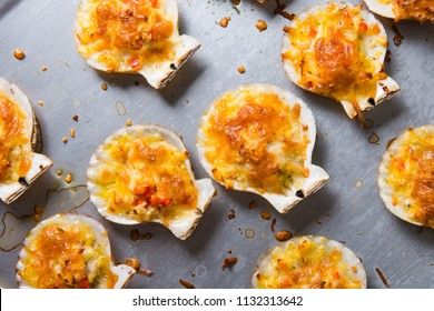 oven baked scallop with cheese, bell pepper and herbs