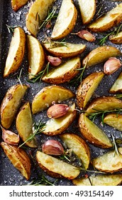 Oven-roasted potatoes with rosemary and garlic