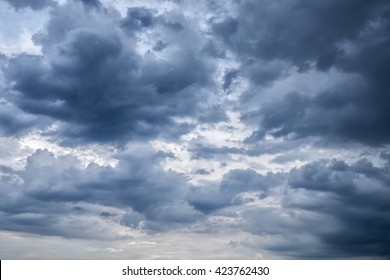 Overcast sky with dark clouds, The gray cloud ,Before rain