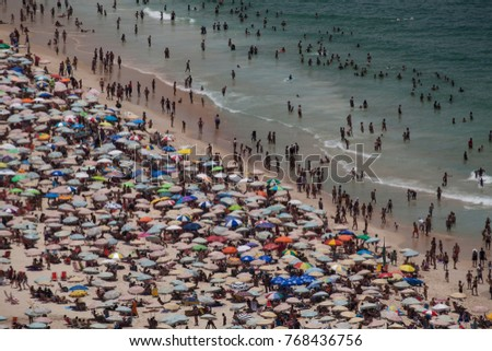 Overcrowded Rio Town Beach Overview