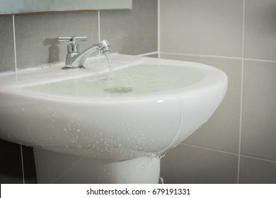 Overflowing water from the washbasin