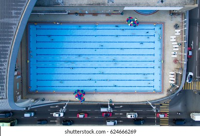 Overhead view of a swimming pool full of people in city centre