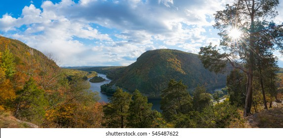 Overlook of the Delaware Water Gap from Mount Tammany