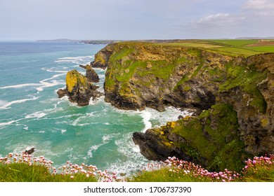 Overlooking the dramatic cove at Hells Mouth, North Cliffs, Cornwall England UK Europe