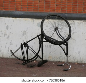 overturned bike ride and with a wheel stolen by thieves in the city