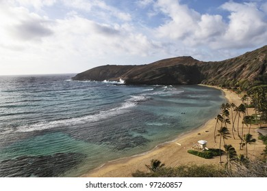 Overview of Hanauma Bay, Oahu Hawaii where you can go snorkelling and diving just off shore.