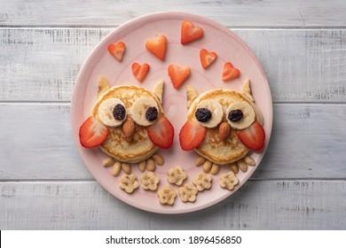 Ccrêpes d'hibou pour les enfants les valentines petit-déjeuner